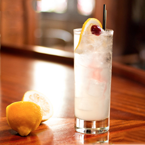 The refreshing Tom Collins cocktail. Image via liquor.com.